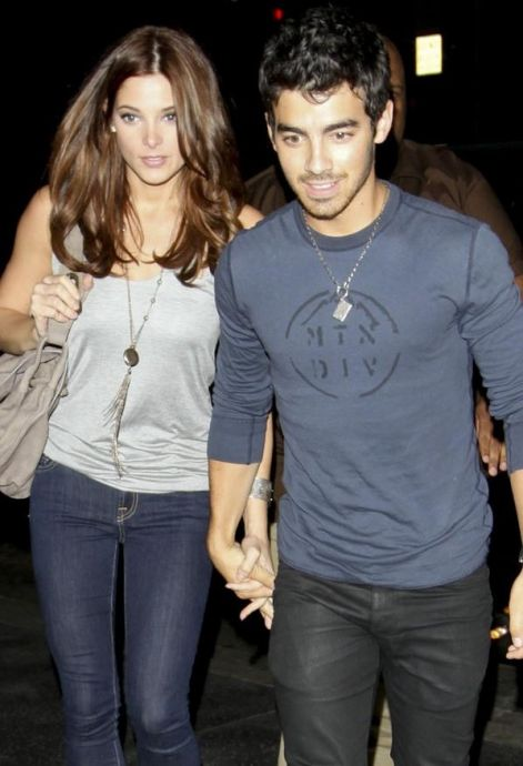 joe-jonas-ashley-greene-cina2.jpg